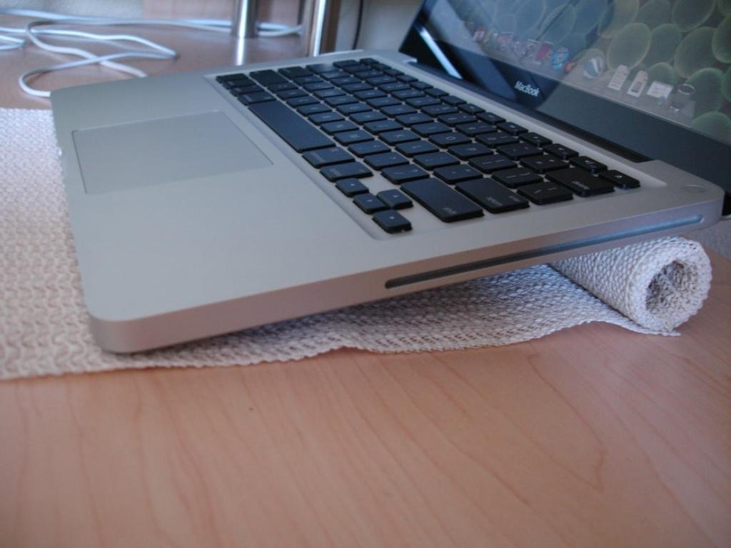 làm giá đỡ laptop như thế nào