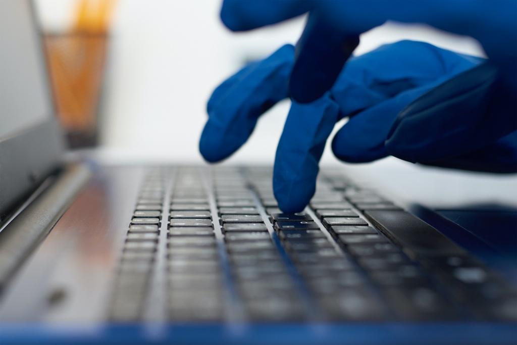 bảo vệ bàn phím laptop