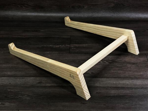 giá đỡ laptop gỗ có thanh chốt cố định