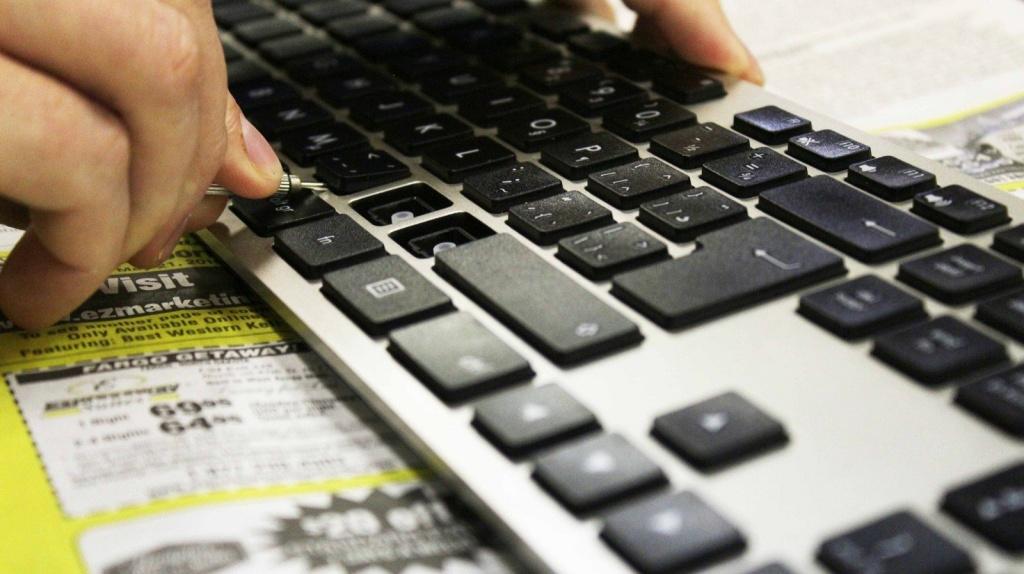 vệ sinh bàn phím laptop asus
